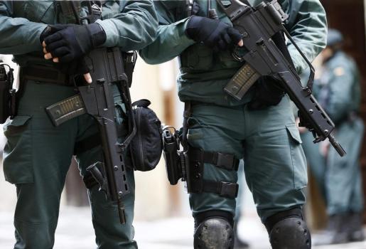 Efectivos de la Guardia Civil han colaborado en el operativo de detención.