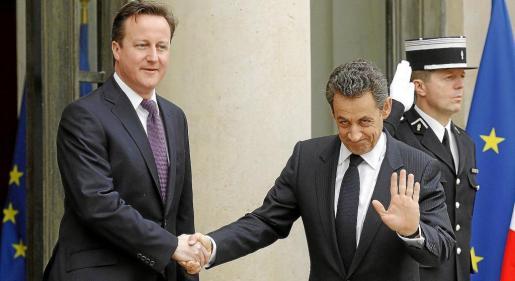 David Cameron y Nicolas Sarkozy retoman las relaciones bilaterales en el Palacio del Eliseo.
