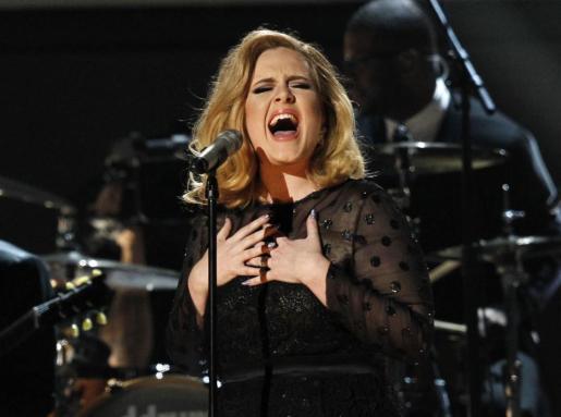 El cantante Adele en la entrega de los 54 premios Grammy Awards en Los Angeles.