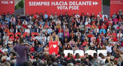 El presidente del Gobierno en funciones, Pedro Sánchez, durante el acto de cierre de campaña socialista este viernes en Madrid.