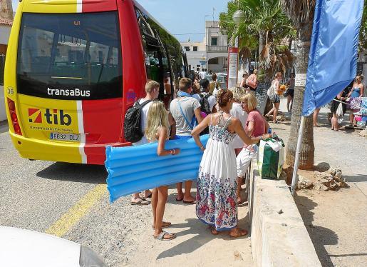 Desde que la Conselleria de Mobilitat puso en marcha este servicio en ses Covetes-es Trenc han utilizado esta línea más de 30.000 personas.