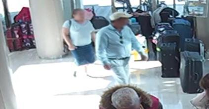 Los detenidos se hacían pasar por turistas para cometer los robos.