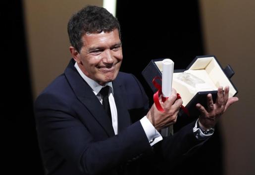 El actor español Antonio Banderas, tras recibir el premio al mejor actor en el Festival de Cannes.