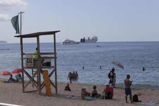 Bandera verde en la playa de Can Pere Antoni.