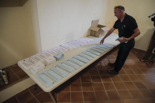 Casal de Barri de es Jonquet, mientras preparaban las papeletas.