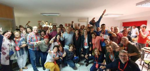 Los socialistas de Calvià celebrando los resultados.