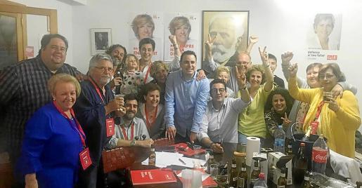 Los socialistas de Alcúdia celebrando los buenos resultados en las elecciones.