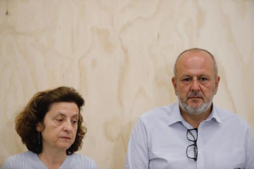 Miquel Ensenyat y Fina Santiago, este lunes en la sede de Més.