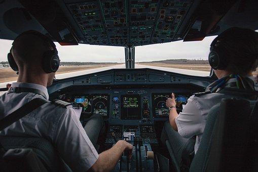 El piloto avisó antes de aterrizar a la Guardia Civil de la incidencia.