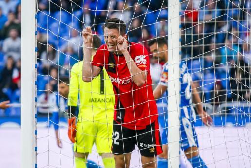 Ante Budimir, delantero del Real Mallorca, se lamenta tras una ocasión.