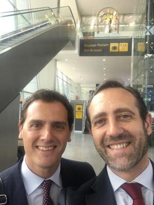 Albert Rivera y José Ramón Bauzá en el aeropuerto de Bruselas.