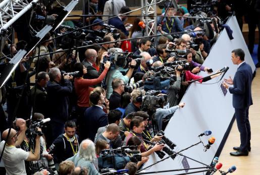 Pedro Sánchez atiende a los medios de comunicación a su llegada al Consejo Europeo.