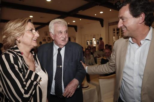 Coia Sugrañes, Gabriel Cañellas y Biel Company antes de la reunión de la Junta Directiva Regional del PP balear.