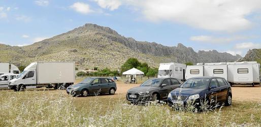 La base central en la que el equipo de rodaje de la serie de Netflix 'White Lines' tiene instalados hasta una decena de camiones y tráilers