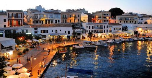 La serie visitará Menorca para descubrir al mercado asiático lugares singulares.