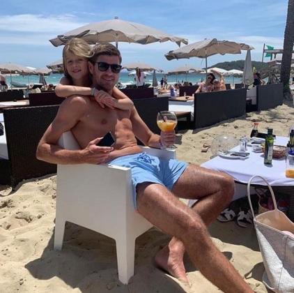 Steven Gerrard ha compartido una imagen en una playa de Ibiza.