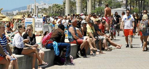 Los balnearios seis y siete de la Platja de Palma son los que aglutinan un alto porcentaje del turismo alemán que llega a la Isla para beber.