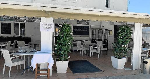 Uno de los carteles colocados en el restaurante que fue retirado y ha dado lugar a uno de los expedientes.