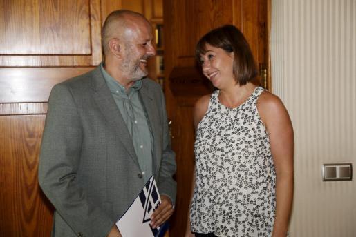Cuatro años después, Miquel Ensenyat y Francina Armengol tendrán que reunirse, en esta ocasión para negociar un acuerdo para el Govern. El pasado mandato Ensenyat presidió el Consell de Mallorca y Armengol el Ejecutivo autonómico.