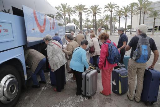 Imagen de archivo de una llegada a Palma de turistas del Imserso.