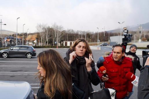 Margalida Garau, la madre de Nadia, dirigiéndose a los juzgados de Lleida.