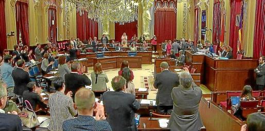 Panorámica de la última sesión del pleno del Parlament que se celebró el pasado 27 de marzo.
