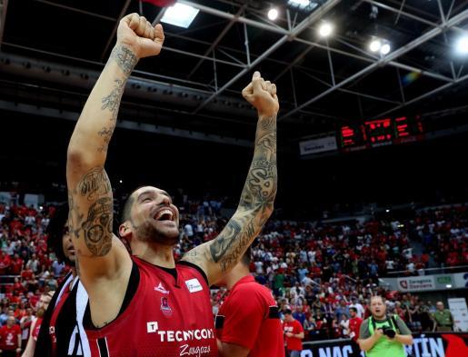 Nacho Martín, ala-pivot del Tecnyconta Zaragoza, muestra su alegría tras ganar el partido de playoffs contra el Kirolbet Baskonia.
