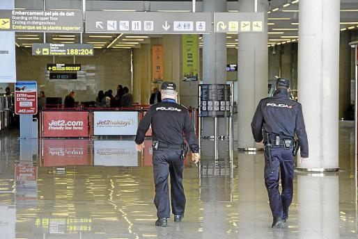 Policía Nacional y Guardia Civil, desbordadas por los incidentes con turistas borrachos.
