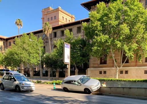 Un conductor pierde el control y casi vuelta en la Avenida de Portugal.