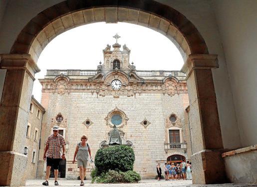 Los misioneros dels Sagrats Cors se hicieron cargo del santuario de Lluc en 1891, por lo que han gestionado durante 128 años este enclave, considerado por muchos como el centro espiritual de Mallorca.