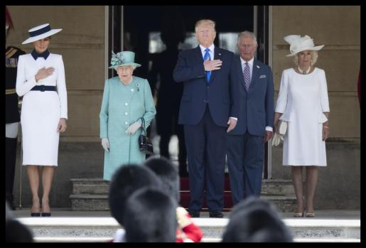 Donald Trump recibido por Isabel II.