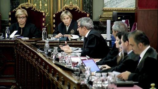 Imagen tomada de la señal institucional del Tribunal Supremo, del fiscal Javier Zaragoza (3i), durante el juicio del procés.