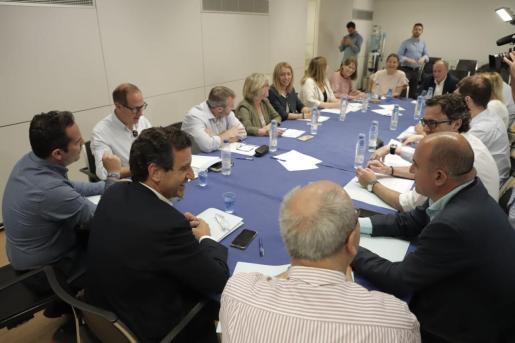 El presidente del PP, Biel Company, reunido con su equipo.