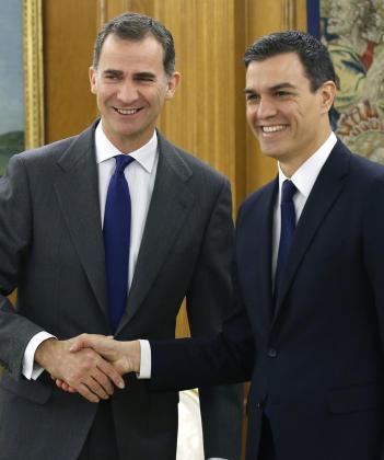 El Rey y Pedro Sánchez, en la ronda de consultas de investidura celebrada en 2016.Este jueves se volverán a reunir.