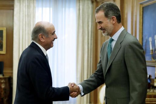 Felipe VI ha comenzado este miércoles, con el diputado del Partido Regionalista de Cantabria (PRC), José María Mazón, la ronda de consultas para la investidura.