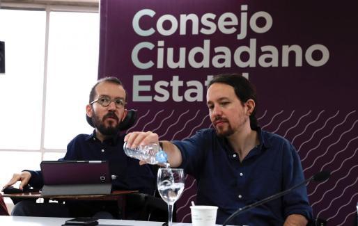 Pablo Iglesias (d) y Pablo Echenique, durante una reunión del Consejo Ciudadano Estatal.