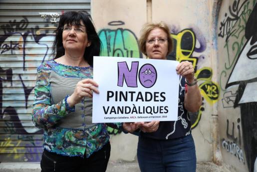 Àngels Fermoselle y Rosa Planas presentaron este miércoles la campaña 'No pintadas vandálicas'.