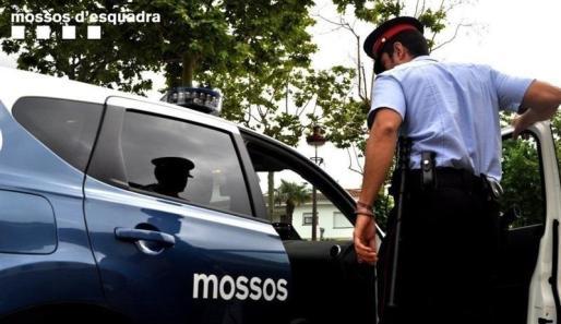 Los Mossos han citado al sospechoso en comisaría donde le han detenido.