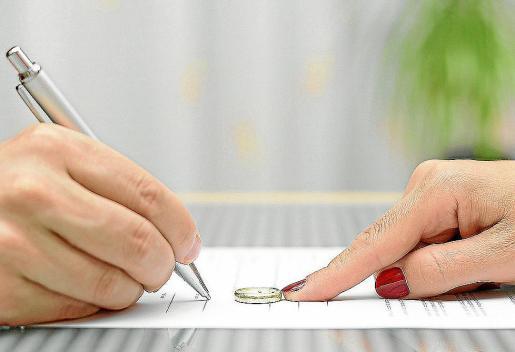 La Sala de lo Civil y Penal del TSJB interpreta la legislación propia sobre matrimonios.