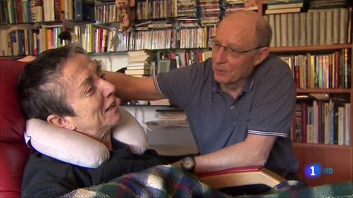 María José Carrasco, con Ángel Hernández, en un vídeo grabado antes de morir.