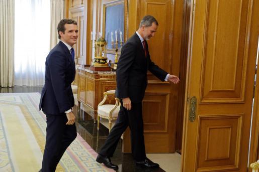 El rey Felipe VI recibe al presidente del Partido Popular, Pablo Casado.