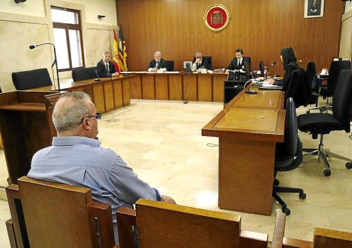 El procesado, antes de celebrarse la vista en la Audiencia.