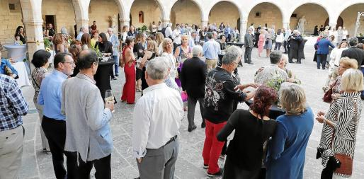El patio de armas del Castell de Bellver acogió la celebración, que comenzó un cóctel y ofreció una gran velada con actuaciones musicales en vivo.