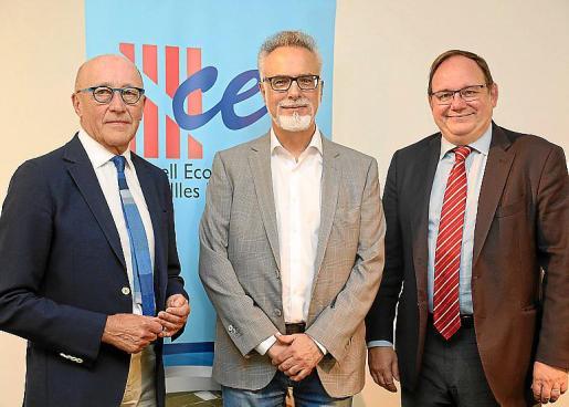 Los presidentes de los consejos económicos y sociales (CES) de la Región Occitania, Baleares y Cataluña, Jean-Louis Chauzy, Carles Manera y Lluís Franco, respectivamente, dieron ayer a conocer la declaración conjunta que presentarán a Bruselas.