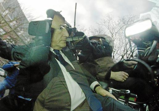 El ex director gerente del FMI, a su llegada a una gendarmería de Lille, en el norte de Francia.