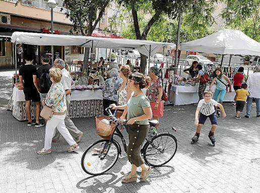 La calle Blanquerna de Palma se ha convertido en un mercadillo medioambiental.