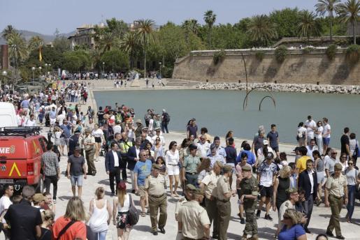 Muchas personas se acercaron al Parc de la Mar para disfrutar de la exposición.