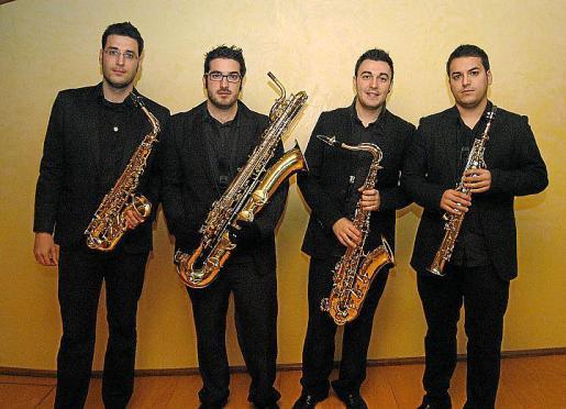 Los miembros del cuarteto: Óscar Solís, Iván Cuenca, Pedro Pablo Cámara y Adrián Pais.