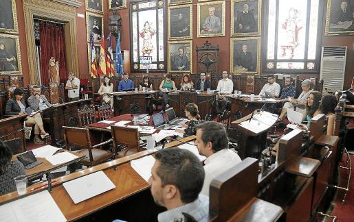 Imagen de un pleno del Ajuntament de Palma de hace un año, con el Pacte conformado.