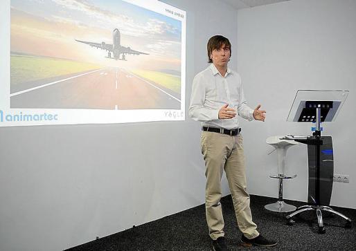 El emprendedor Manuel Jiménez, dando una charla.